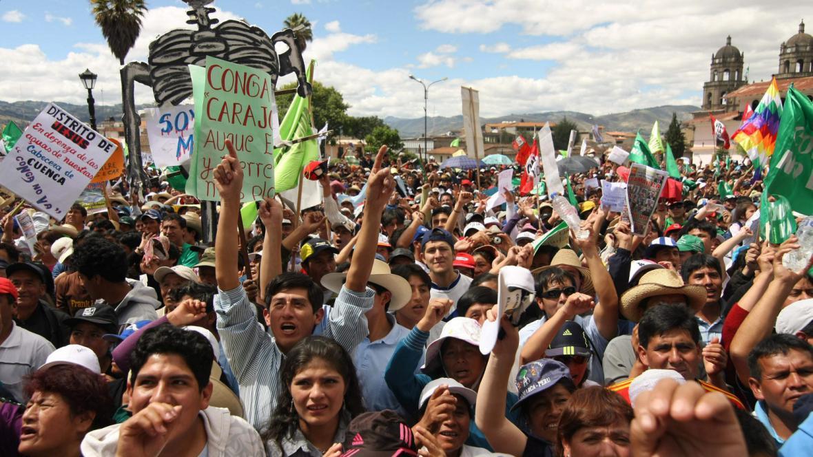 Peruánci protestují proti těžbě
