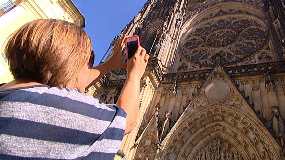 Turistka v Praze