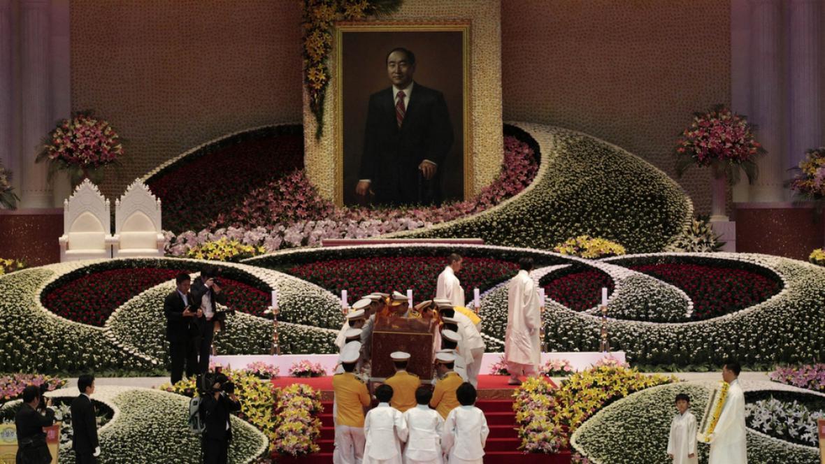 Pohřeb reverenda Moona