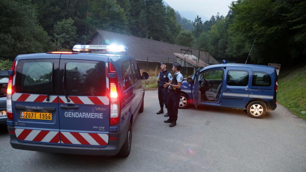 Policie našla u jezera Annecy čtyři zastřelené lidi
