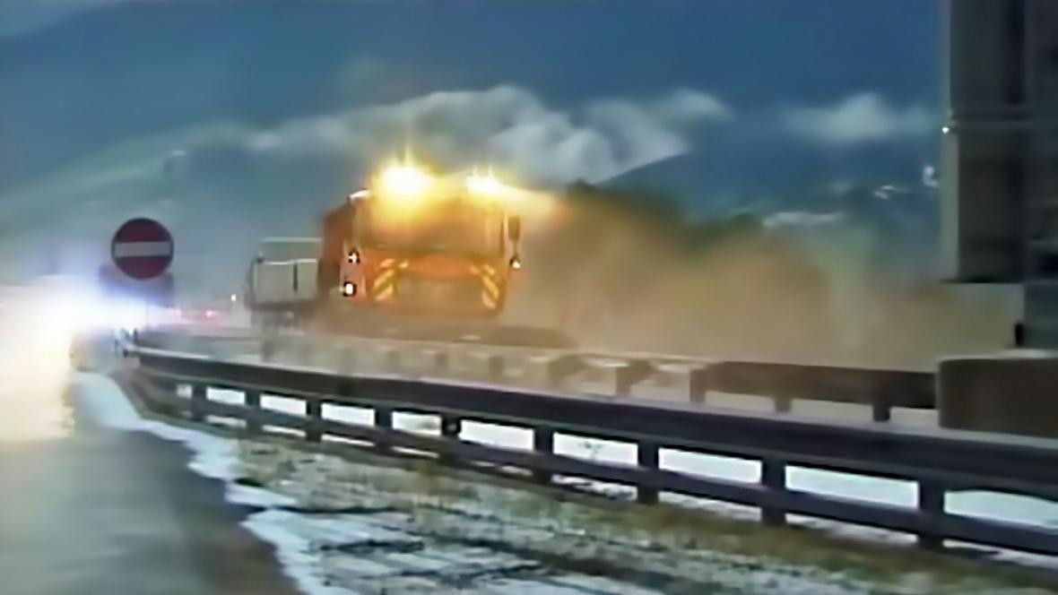 V Rakousku musely vyjet sněžné pluhy