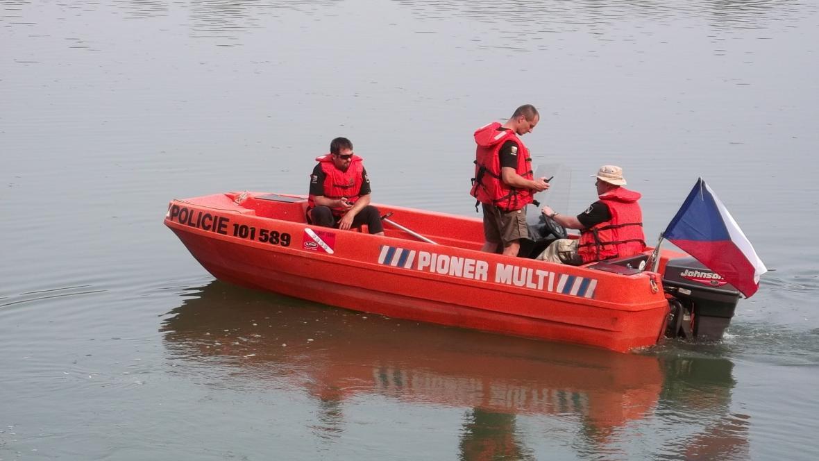Policejní potápěči se připravují