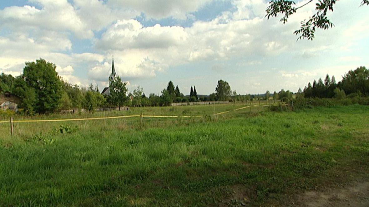 Pozemek ve městě Zákupy, kde měly domky vyrůst