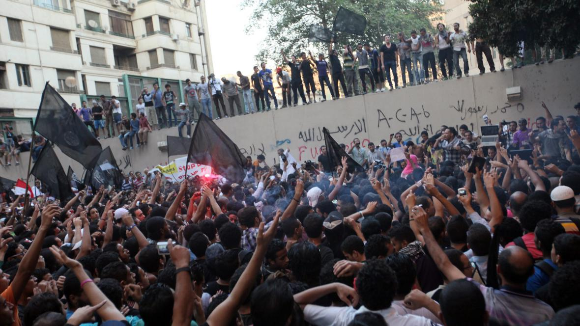 Protesty před americkou ambasádou v Káhiře