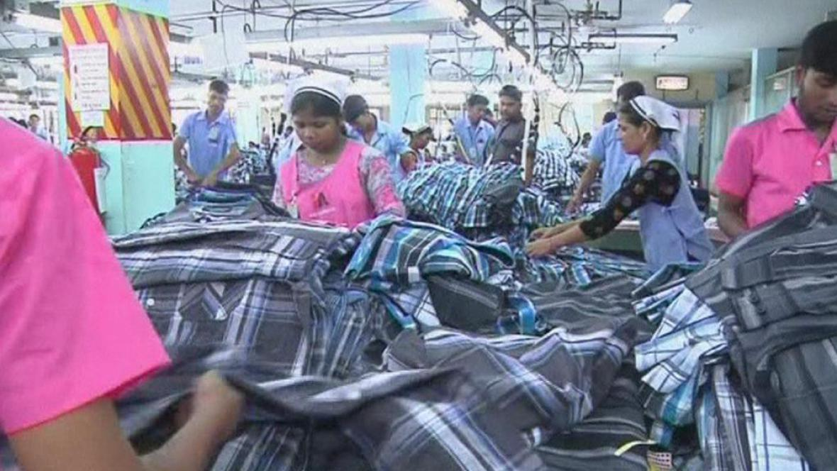 Pracovníci továrny H&M v Bangladéši