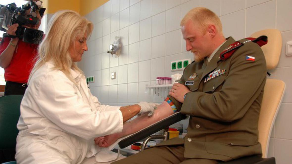 Vojáci se přihlásili do registru dárců kostní dřeně