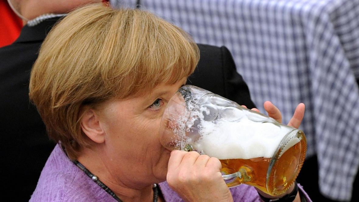 Angela Merkelová na pivním festivalu