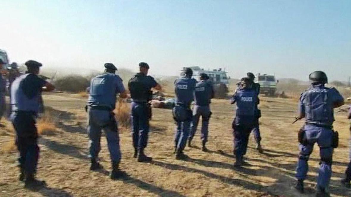 Policejní zásah proti stávkujícím horníkům v JAR