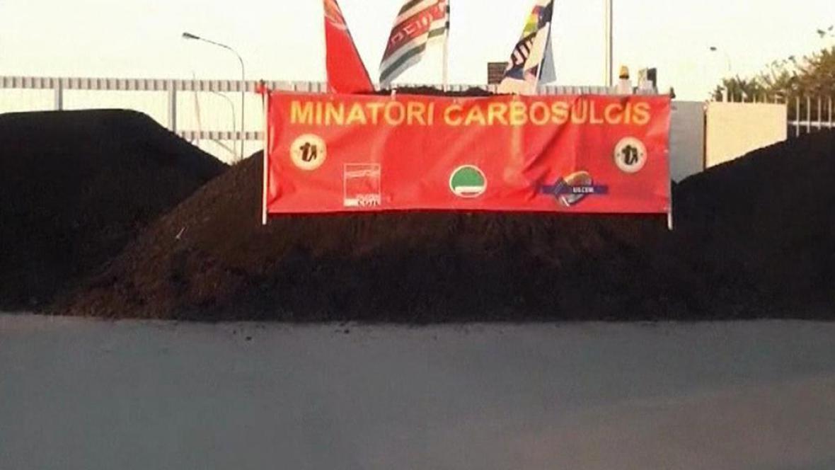 Protest horníků v dole Carbosulcis