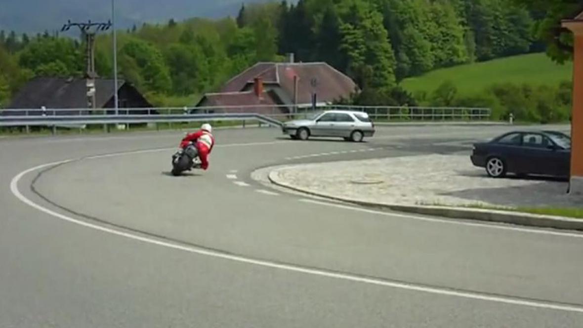 Motorkáři na Červenohorském sedle
