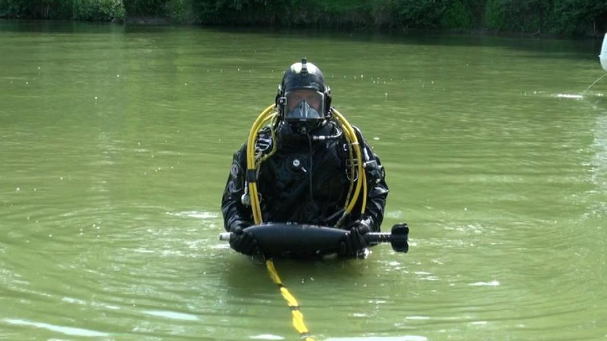Trénink potápěčů na Dyji
