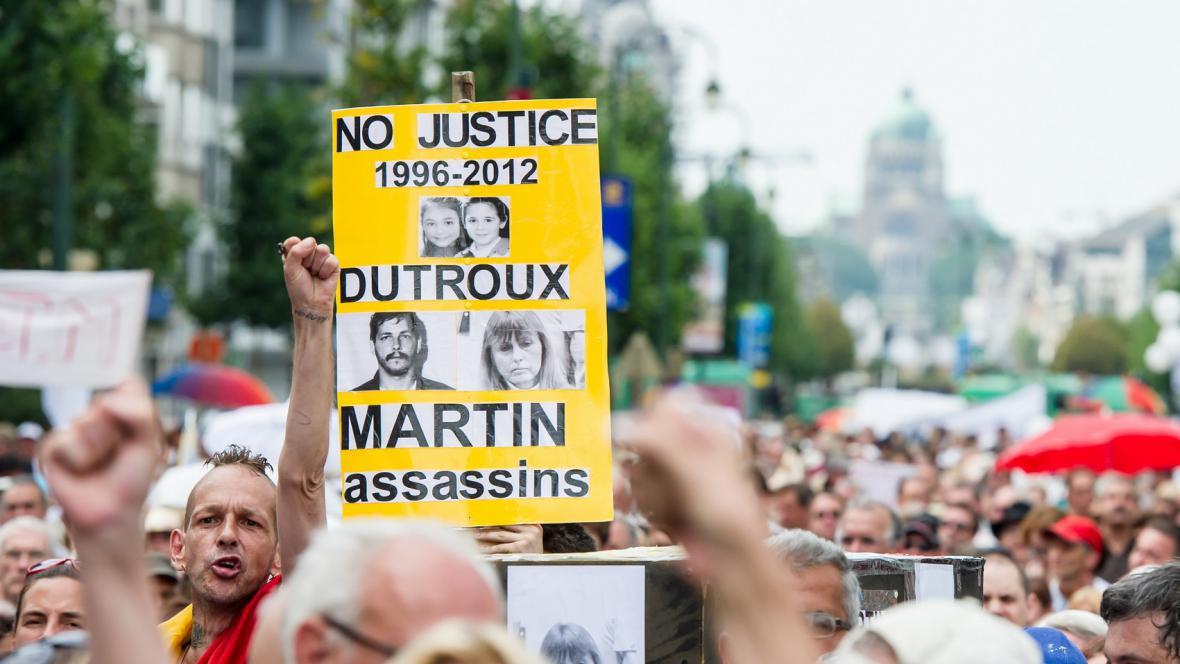 Protest proti propuštění Dutrouxovy ženy