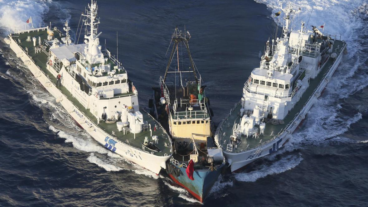 Loď čínských aktivistů zadržená japonskou pobřežní stráží