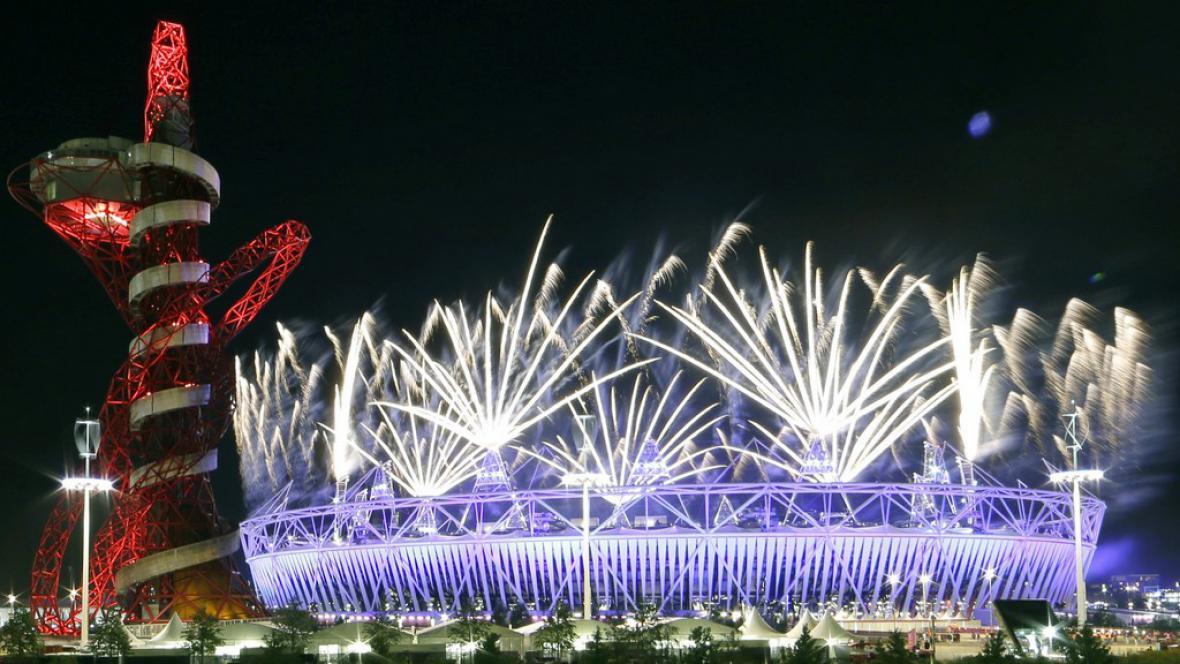 Ohňostroj v rámci závěrečného ceremoniálu olympijských her v Londýně