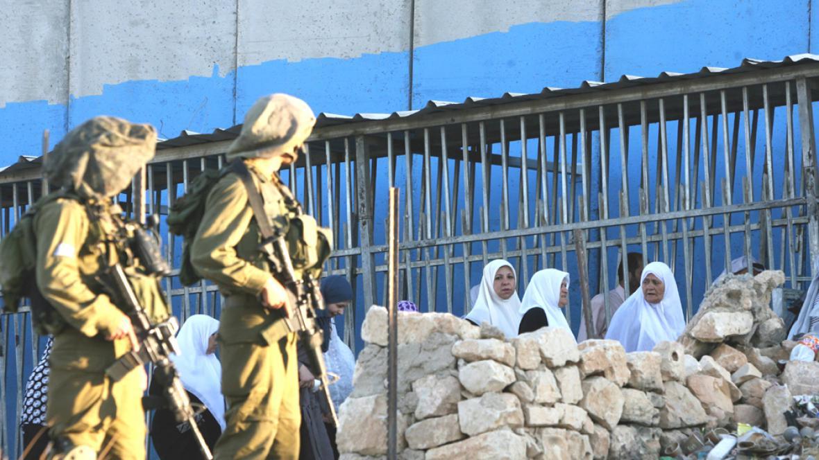 Izraelští vojáci na západním břehu