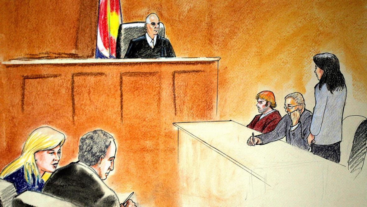 James Holmes byl před soudem v Denveru oficiálně obžalován