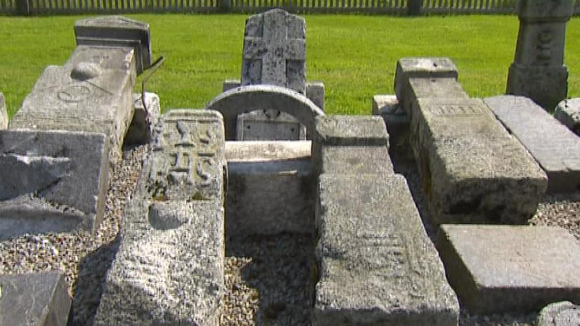 Zachráněné německé náhrobky v Kvildě