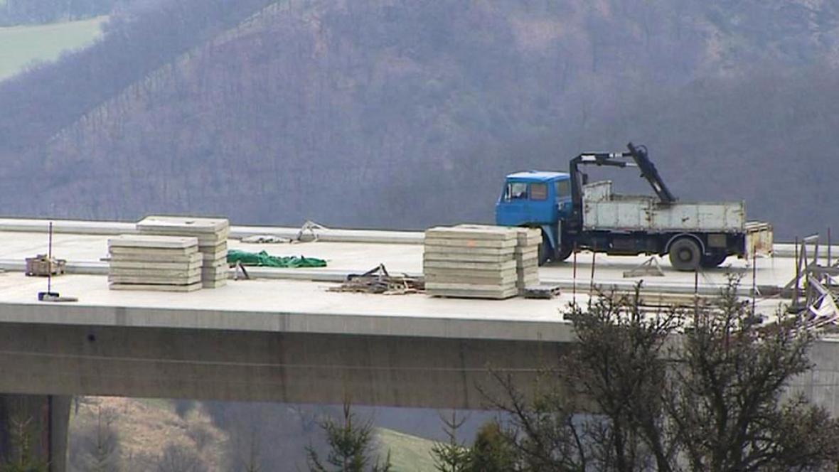 Stavba dálnice D8
