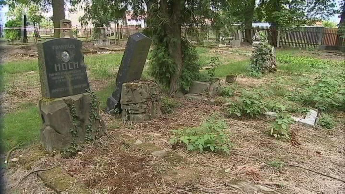 Vojenský hřbitov v Černovíře