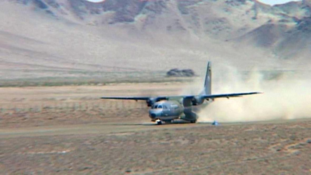 Letoun i se vzácným nákladem přistává v Mongolsku