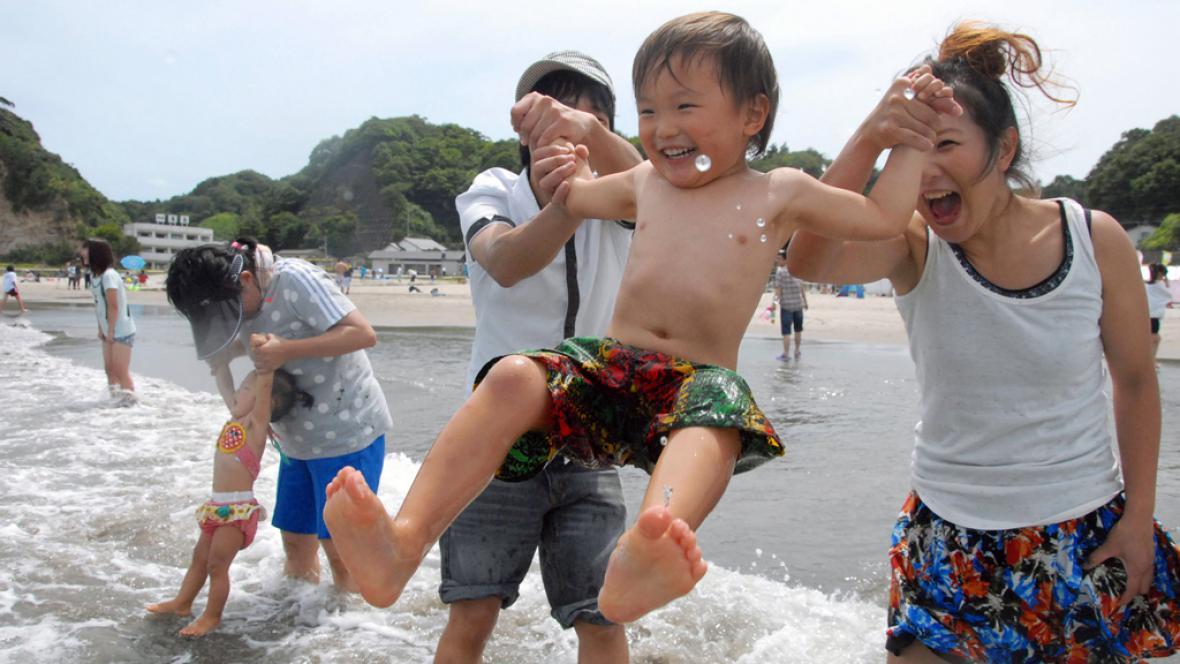 Japonsko znovu otevřelo pláž Nakoso u Fukušimy