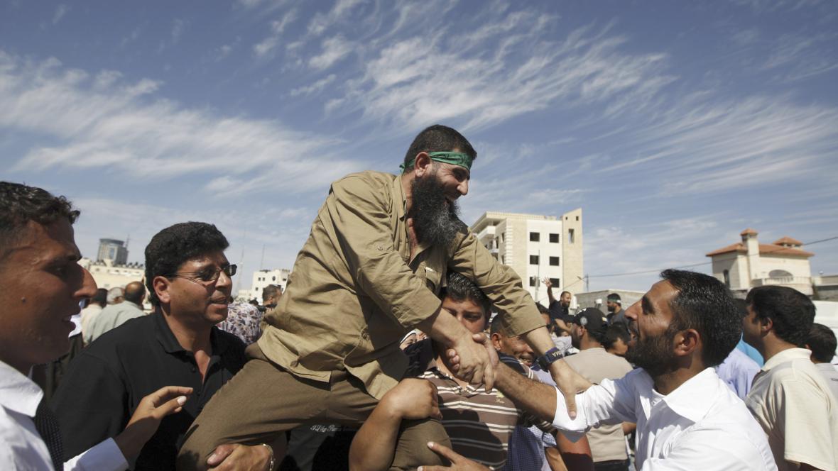 Palestinci v Ramalláhu vítají propuštěného vězně
