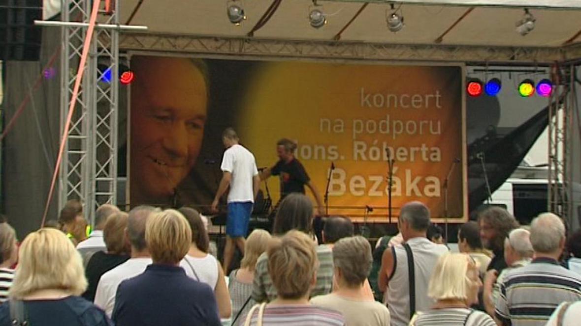 Koncert na podporu odvolaného arcibiskupa Bezáka