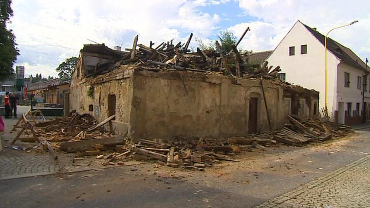 Bouraný dům
