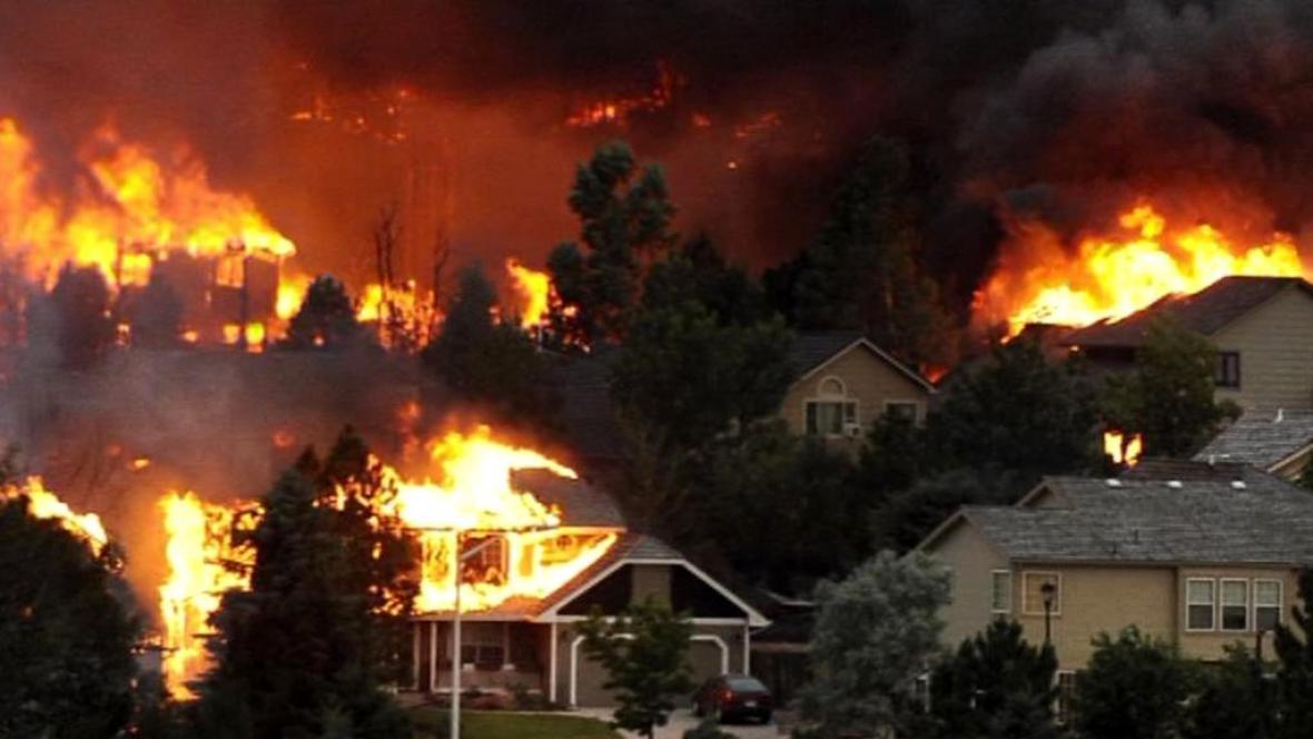 Hořící domy ve městě Colorado Springs