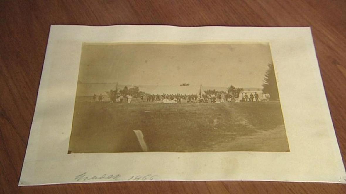 Fotografie z depozitáře zámku Hrádek u Nechanic