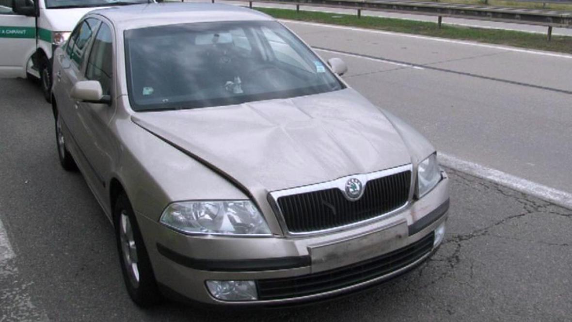 Škoda Octavia, kterou mladý řidič útočil