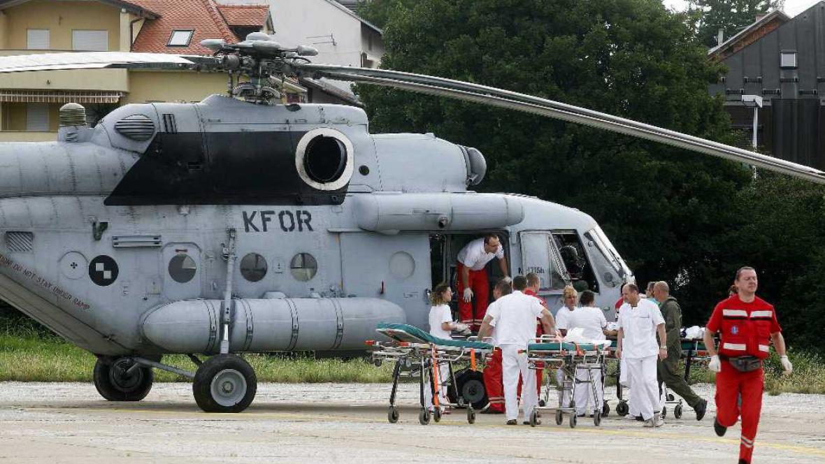 Vrtulník NATO pomáhá se záchranou zraněných českých turistů