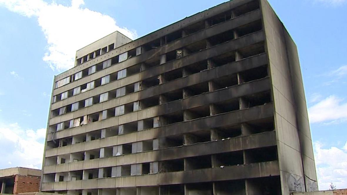 Zdevastovaný bývalý hotel Máj