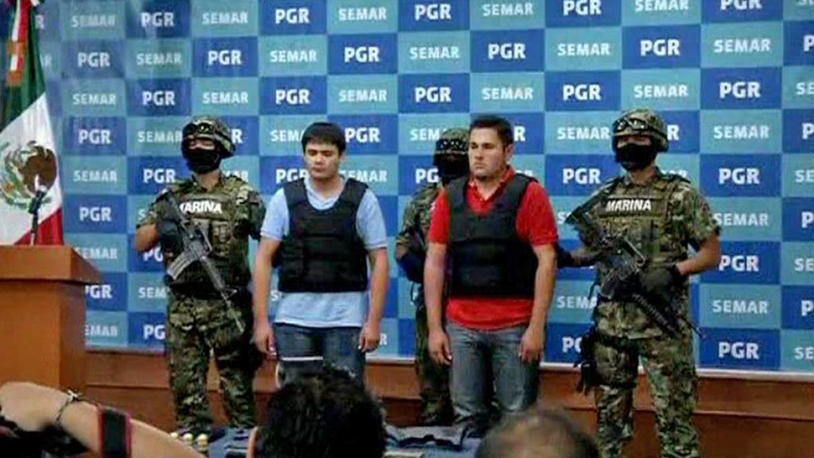 Mexická armáda se zadrženými zločinci