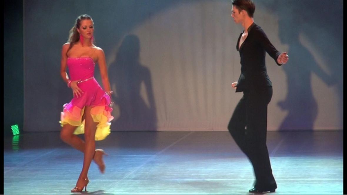Taneční dvojice při vystoupení