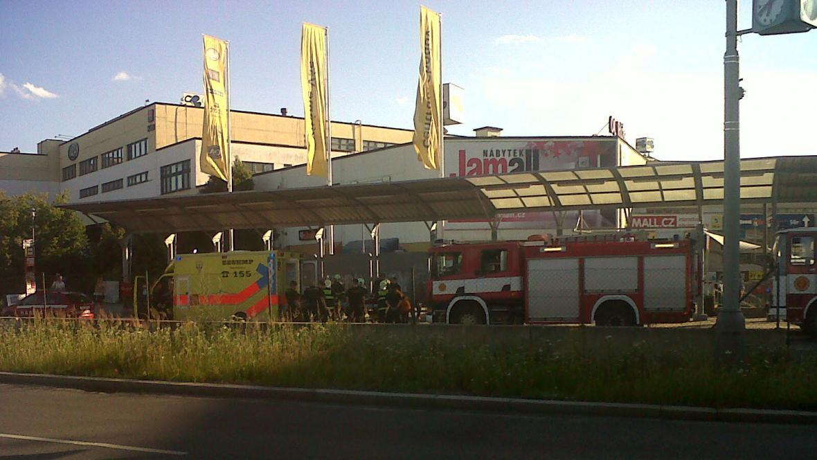 Záchranáři u stanice metra C Chodov