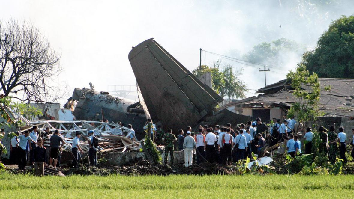 Zřícené letadlo v Jakartě