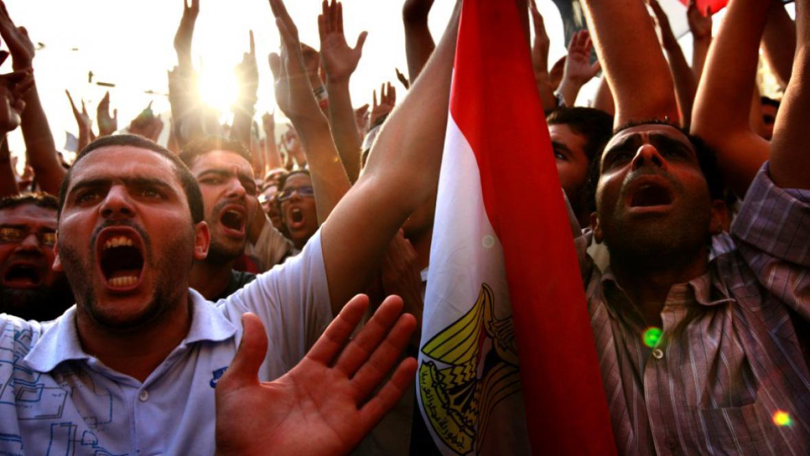 Rozzlobení Egypťané