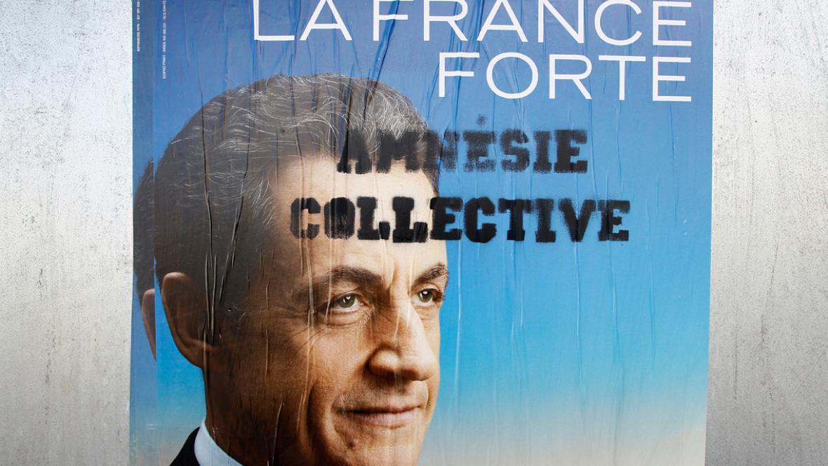 Sarkozyho volební plakát s připsanou poznámkou