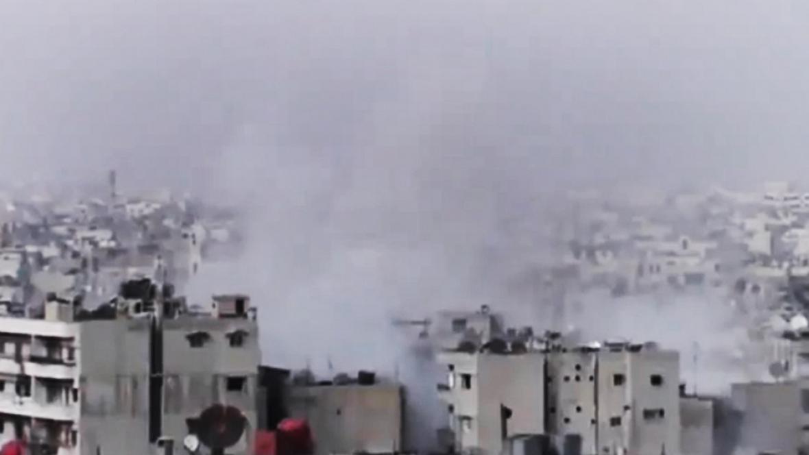 Snímek z amatérského videa z Homsu