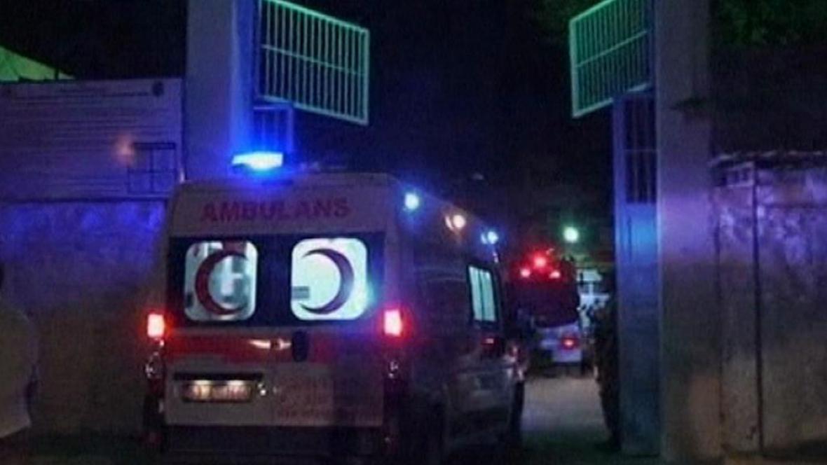 Vzpouru v turecké káznici nepřežilo 13 lidí