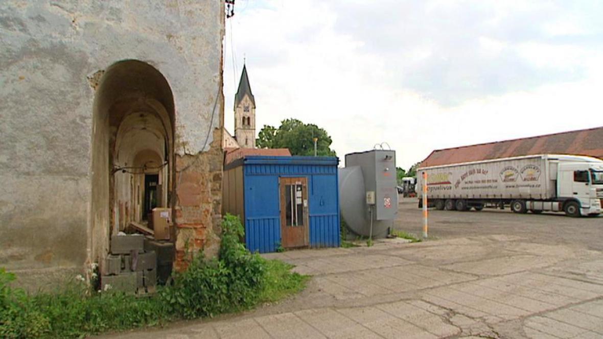 Restituce církevních pozemků