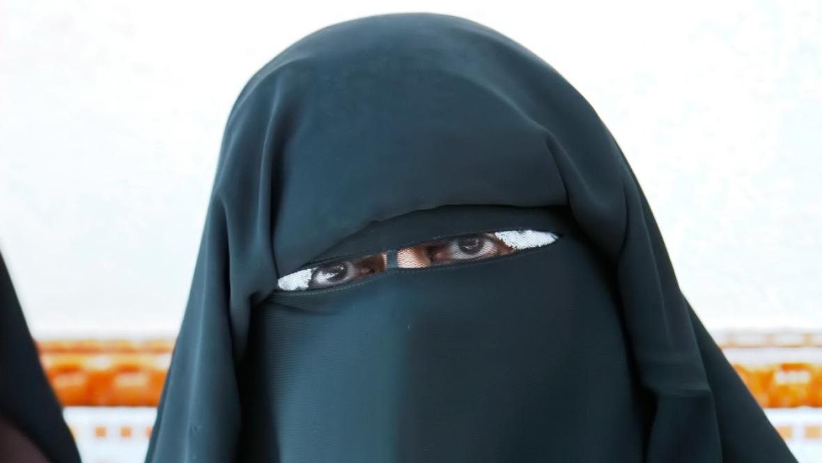 Muslimka v nikábu