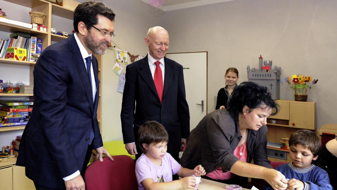 Velvyslanci USA a Norska navštívili komunitní centrum v Krásné Lípě