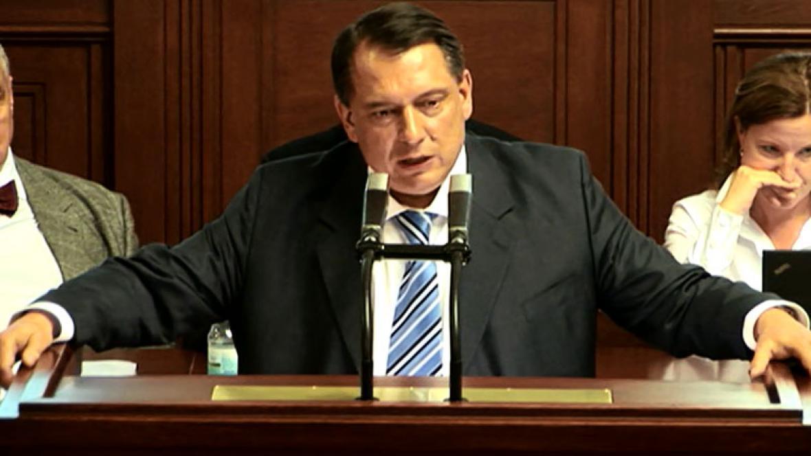 Jiří Paroubek při projevu ve sněmovně
