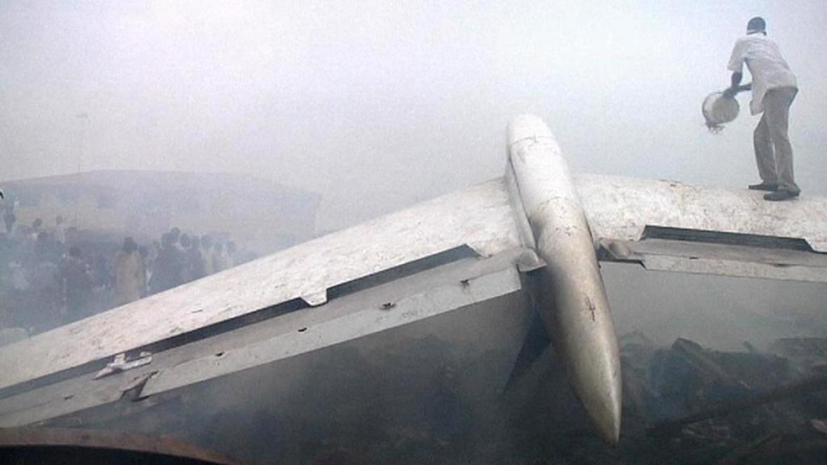 Trosky letadla v Lagosu