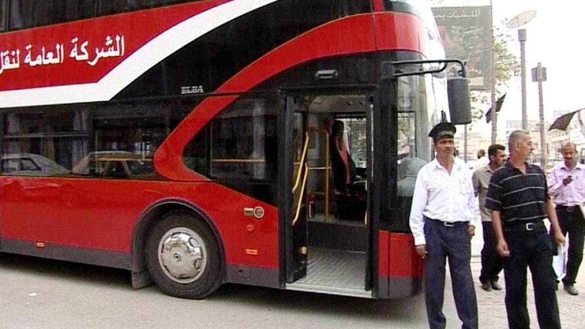 Červené dvoupatrové autobusy
