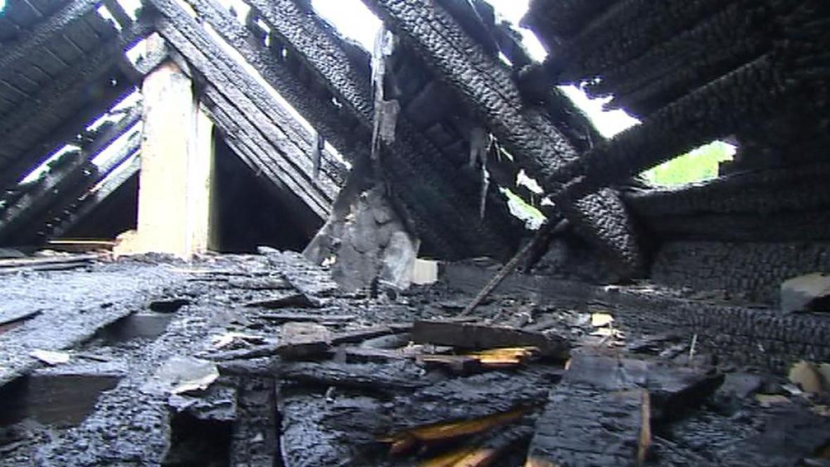 Střecha po požáru
