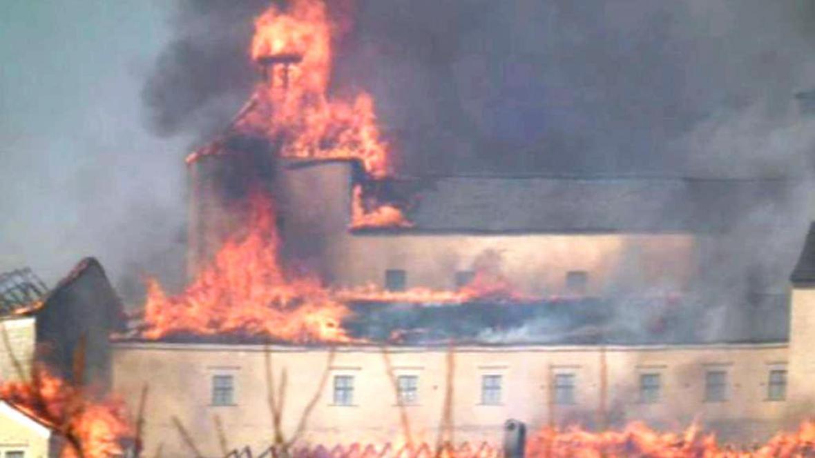 Krásna Horka v plamenech