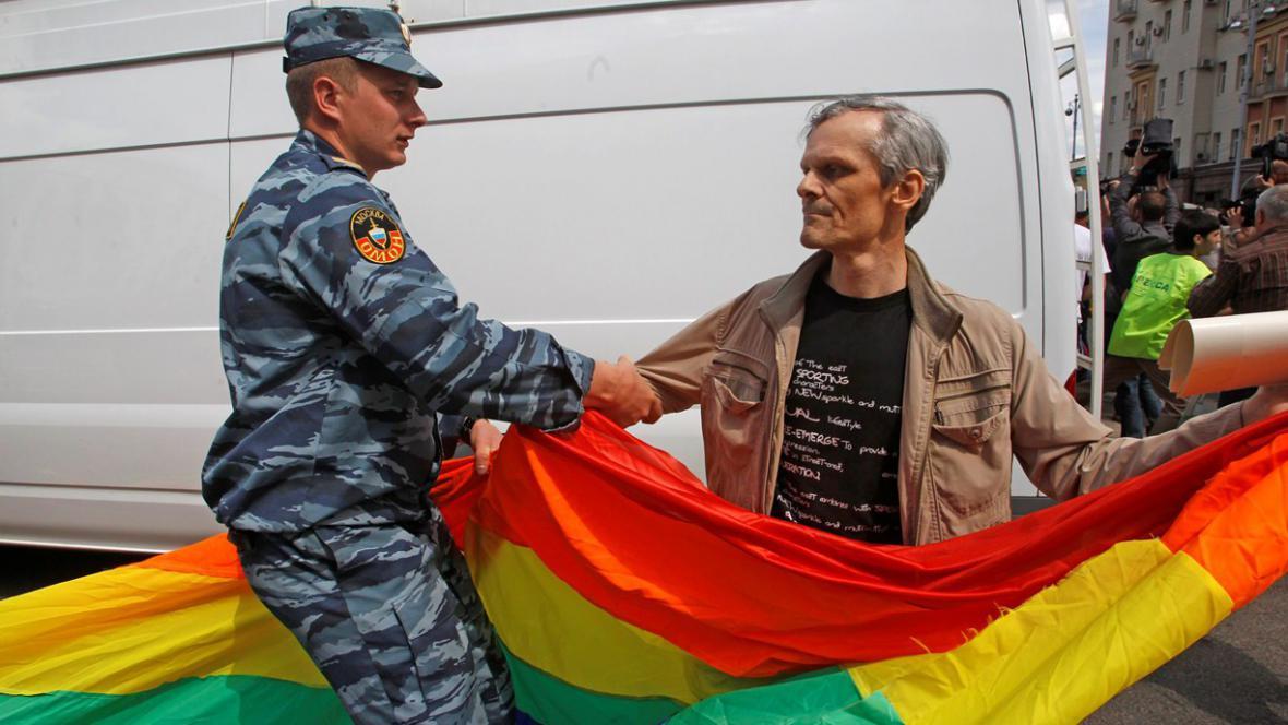 Zadržený aktivista bojující za práva homosexuálů